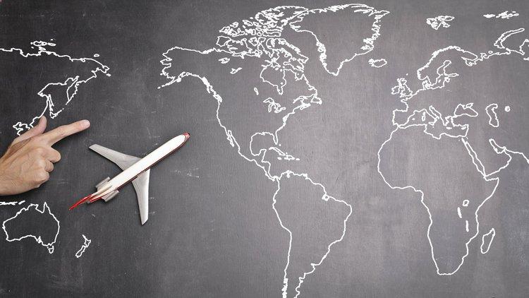 Praca jako dyspozytor lotniczy – zarobki, licencja, wymagania
