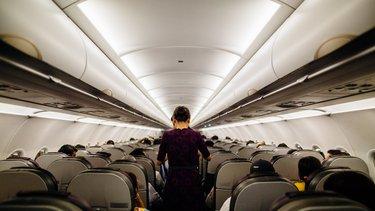 Praca jako stewardessa – zarobki i wymagania